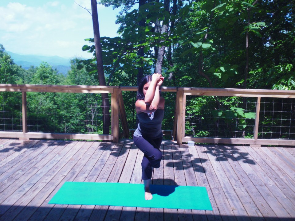 Eagle_pose_for_Stand_Up_Paddling